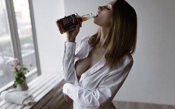 девушка, модель, грудь, милая, милашка, рот, алкоголь, рубашка, сиськи, красивая, шатенка, соска, пьет, стройная