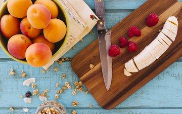 малина, ягоды, завтрак, нож, банан, абрикосы, разделочная доска, гранола
