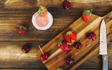 клубника, ягоды, вишня, нож, разделочная доска