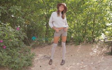 девушка, шляпа, свитер, ботинки, гольфы