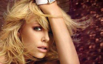 девушка, блондинка, улыбка, грудь, актриса, шарлиз терон, красивые глаза, шикарная блондинка