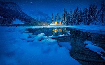 озеро, горы, снег, лес, зима, отражение, домик, канада, британская колумбия, канадские скалистые горы, изумрудное озеро, национальный парк йохо, canadian rocky mountains