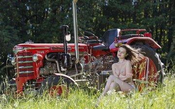 зелень, девушка, грудь, ножки, ляжки, точеная фигура, голая грудь, фигуристая девушка