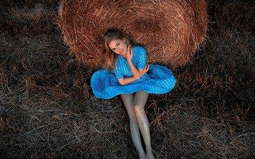 девушка, платье, поза, взгляд, ножки, солома