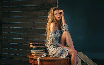 девушка, платье, поза, взгляд, книги, сидит, плечи