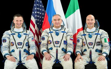 space, astronauts, russia, flag, italy, usa, morgan, union, ms 13, roscosmos, nasa, esa, the crew, starlings, parmitano