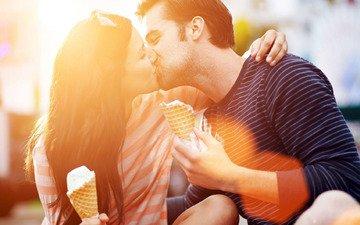 настроение, мальчик, мужик, женщина, мороженное, couple, влюбленная, обнимаются, gевочка, воздушны поцелуй, ощущение, kissing, ice cream cone