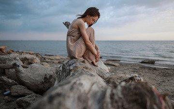 камни, берег, девушка, море, платье, поза