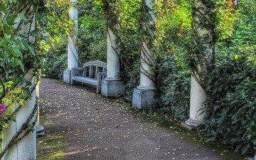 зелень, тропинка, весна, колонны, лоза