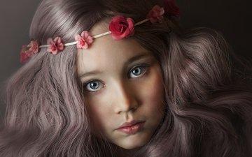 портрет, взгляд, дети, девочка, черный фон, лицо, ребенок, венок, длинные волосы