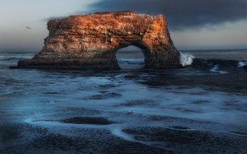 море, скала, арка