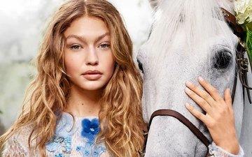 лошадь, девушка, блондинка, портрет, взгляд, модель, лицо, конь, знаменитость, гиги хадид, диджи хадид