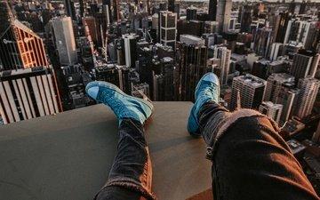 вид сверху, город, парень, высота, кеды, джинсы, ноги, здания, мужчина, австралия, мельбурн