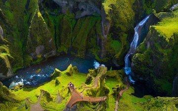 трава, река, горы, скалы, природа, пейзаж, люди, водопад, каньон, мох, исландия, fjaðrárgljúfur