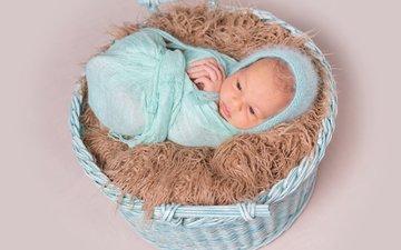мальчик, малыш, младенец, шапочка, мех, корзинка, кокон