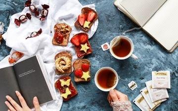 клубника, конфеты, бутерброд, ягоды, руки, чай, завтрак, варенье, тосты