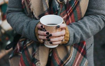 девушка, кофе, кольцо, руки, стакан, шарф, маникюр, кофе. шарф