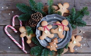 новый год, елка, ветки, конфеты, доски, человечки, ель, тарелки, праздник, рождество, шишки, печенье, выпечка, пряники