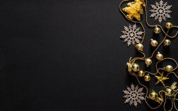 новый год, снежинки, черный фон, игрушки, бусы, рождество, золотые, декор