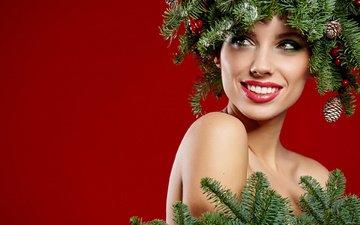 новый год, хвоя, фон, улыбка, ветки, лицо, макияж, праздник, рождество, шишки, izabela magier, изабелла магиер
