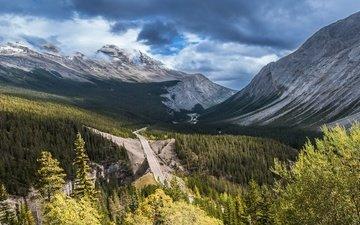 дорога, облака, деревья, горы, лес, тучи, ветки, вид, вершины, высота, склоны, даль, сосны, ели, горная