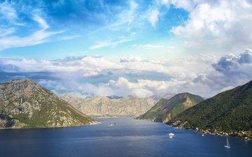небо, облака, горы, скалы, лес, море, корабли, туман, вид, лодки, побережье, вершины, высота, склоны, даль, голубое