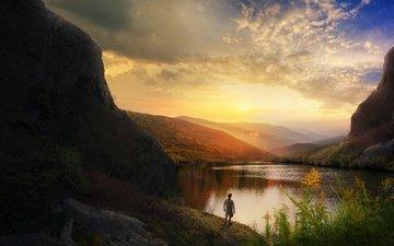 небо, свет, облака, озеро, горы, скалы, холмы, природа, берег, лес, закат, пейзаж, туман, рассвет, человек, спина