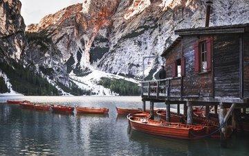 озеро, горы, снег, природа, пейзаж, лодки, леса, альпы, доломиты