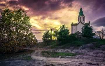 небо, свет, дорога, облака, деревья, вечер, дерево, закат, осень, церковь, архитектура, холм